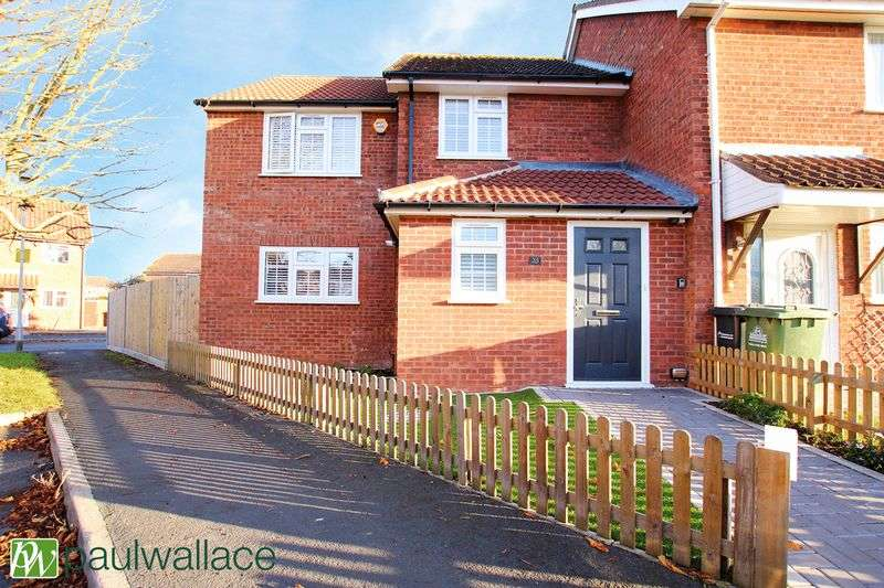 3 Bedrooms Terraced House for sale in Broomfield Avenue, Turnford