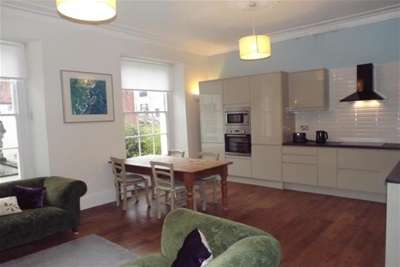 3 Bedrooms Flat for rent in Wetherell Place, Clifton