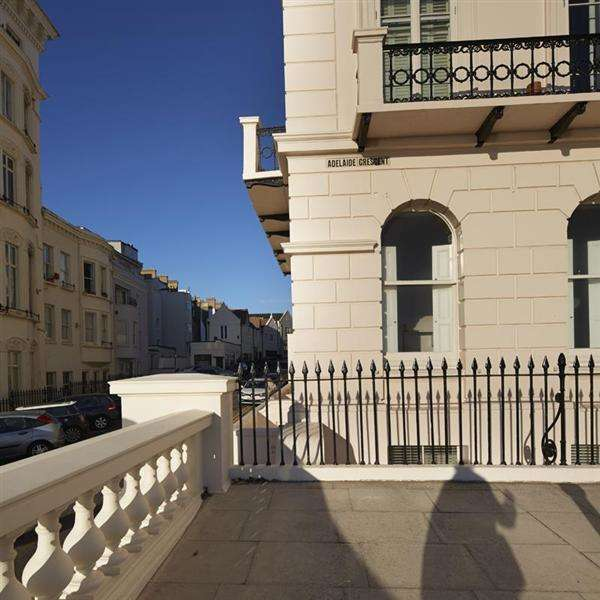 3 Bedrooms Flat for sale in Adelaide Crescent, Hove