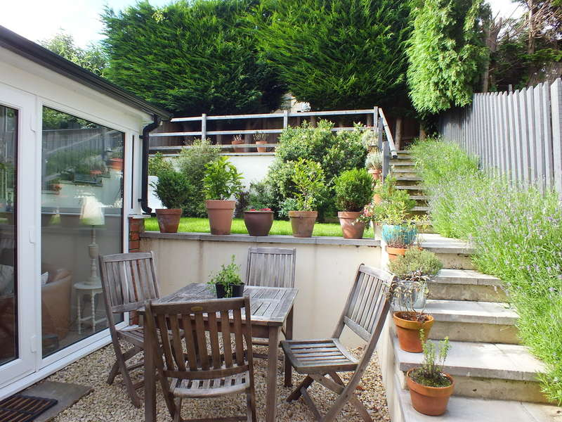 3 Bedrooms Detached House for sale in Stroud