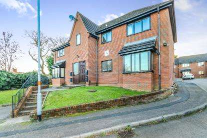 1 Bedroom Flat for sale in Whites Rise, Irthlingborough, Wellingborough, Northamptonshire