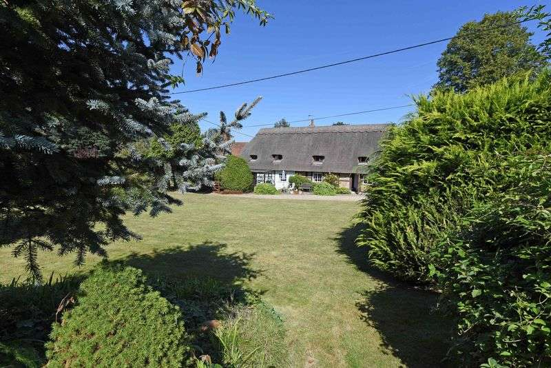 4 Bedrooms Detached House for sale in Southington, Overton