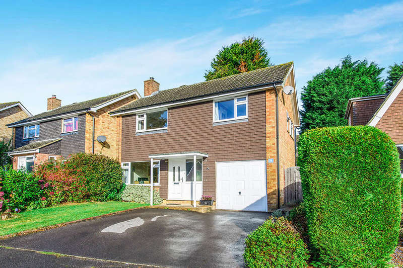 3 Bedrooms Detached House for sale in Springhead Way, Crowborough, TN6