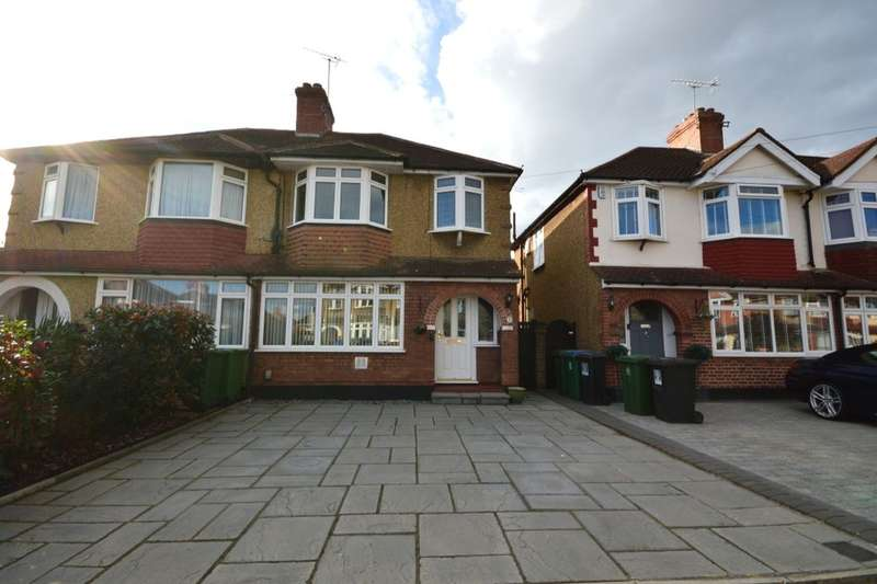 3 Bedrooms Semi Detached House for sale in Moss Road, Watford, WD25