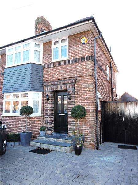 3 Bedrooms Semi Detached House for sale in Watersfield Way, Canons Park