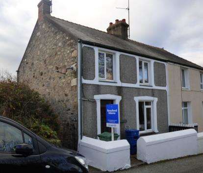 2 Bedrooms Semi Detached House for sale in Penrallt, Pwllheli, Gwynedd, LL53