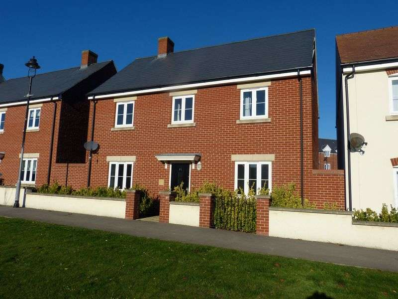 4 Bedrooms Detached House for sale in Holloway Close, Amesbury