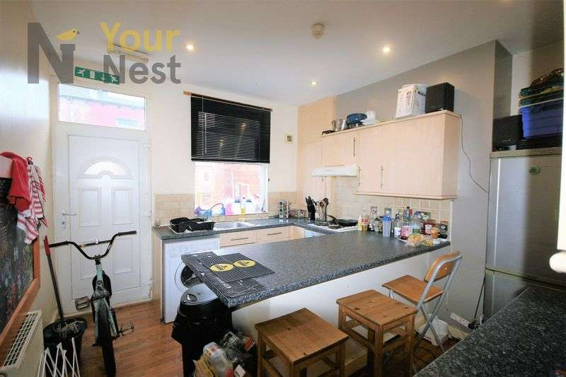 5 Bedrooms Terraced House for rent in Beamsley Terrace, Hyde Park, LS6 1LP