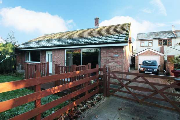 3 Bedrooms Detached Bungalow for sale in High Street, Scunthorpe, South Yorkshire, DN17 4RP