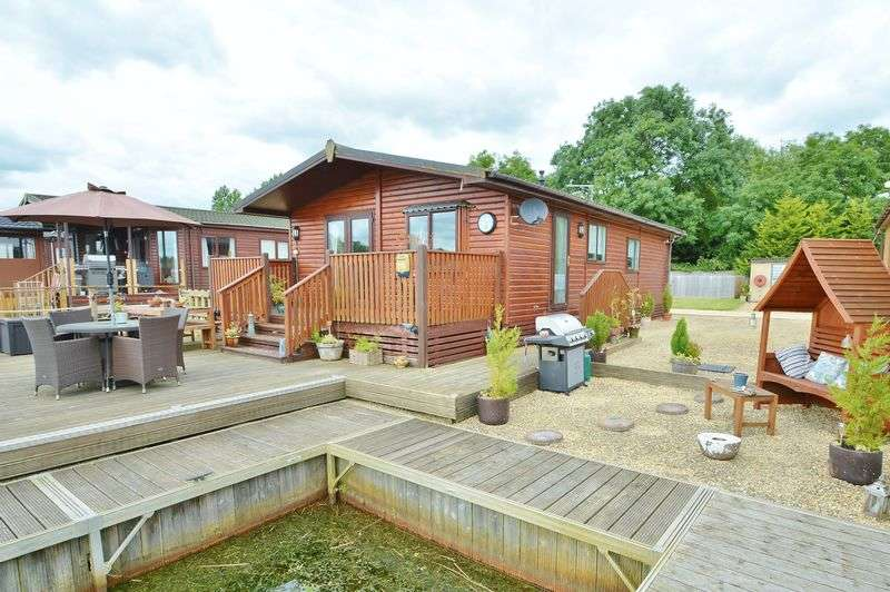 3 Bedrooms Detached House for sale in Whelford Road, Fairford, Gloucestershire.
