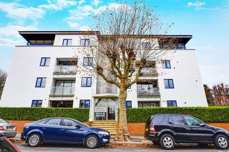 2 Bedrooms Flat for sale in View Side Lodge, Stanhope Road, N6