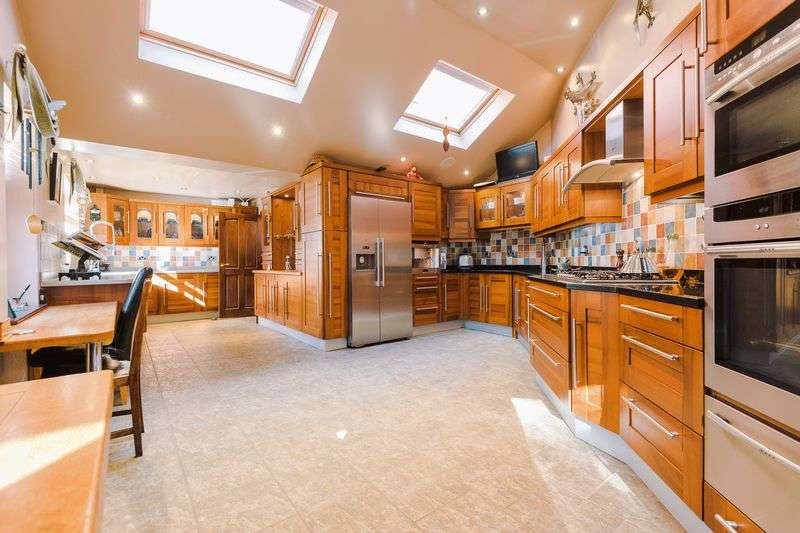 4 Bedrooms Detached House for sale in Pine Avenue, Ormskirk