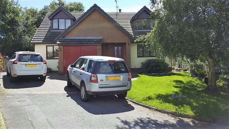 4 Bedrooms Detached House for sale in Maes Y Fedwen, Corwen
