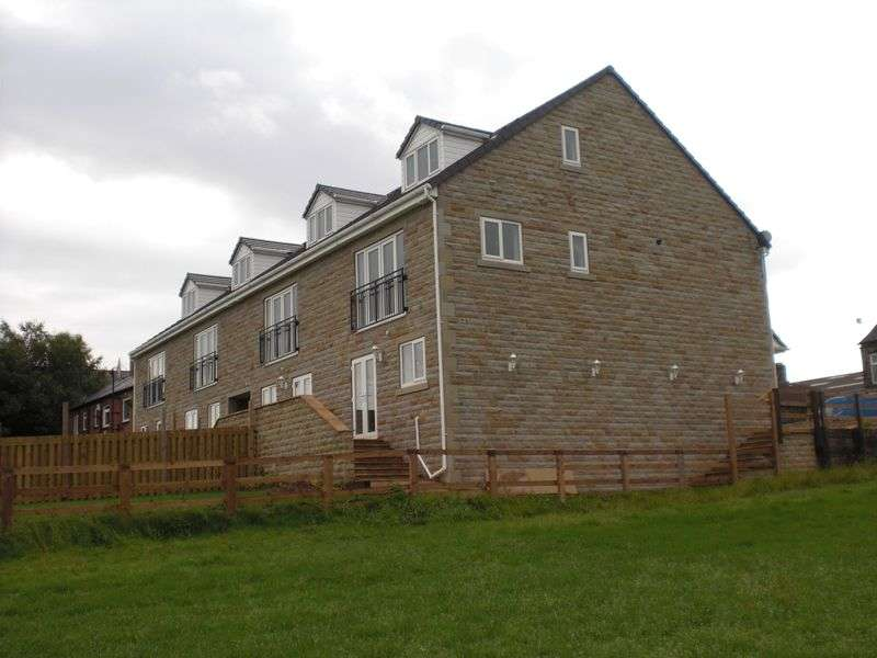 3 Bedrooms House for sale in Howdenclough Road, Morley, Leeds