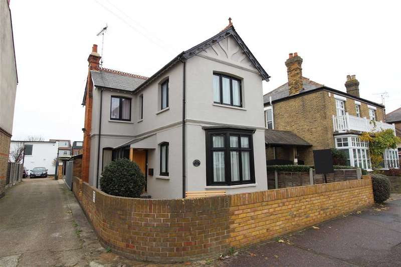 3 Bedrooms Detached House for sale in Station Road, Leigh on Sea