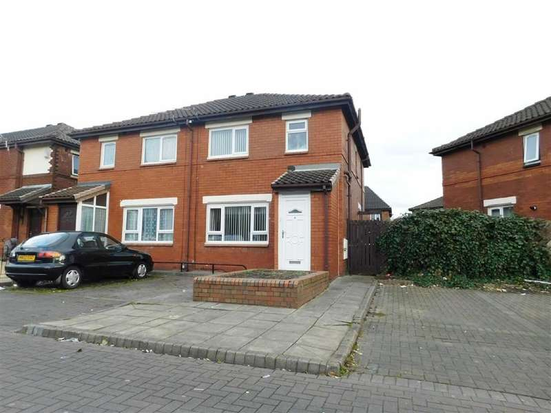 3 Bedrooms Property for sale in Meerbrook Road, Cheadle Heath, Stockport