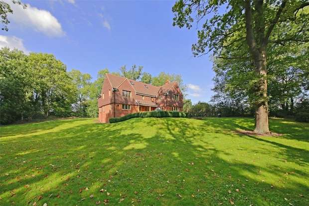 4 Bedrooms Detached House for sale in Radlett Lane, RADLETT, Hertfordshire