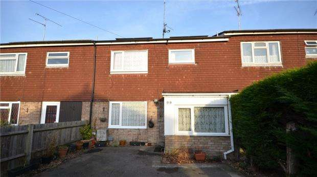 3 Bedrooms Terraced House for sale in Hearsey Gardens, Blackwater, Surrey
