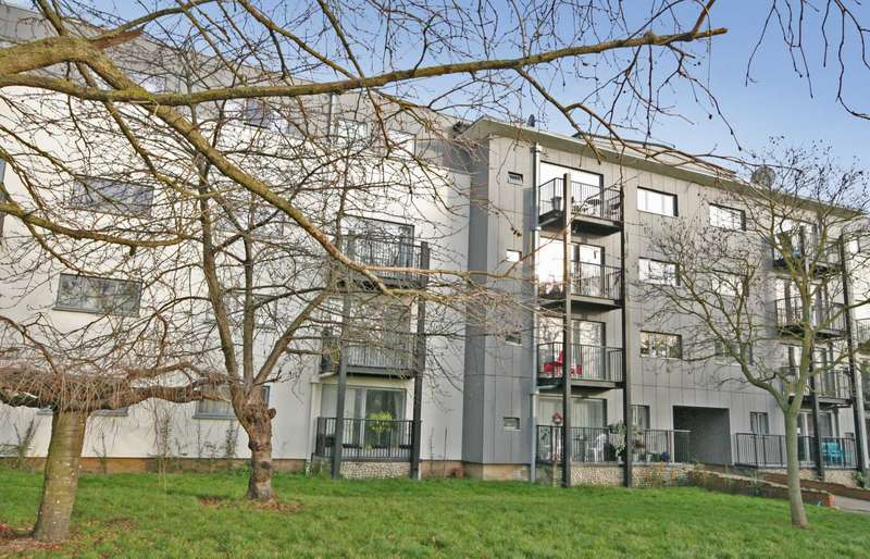 2 Bedrooms Apartment Flat for sale in Adeyfield