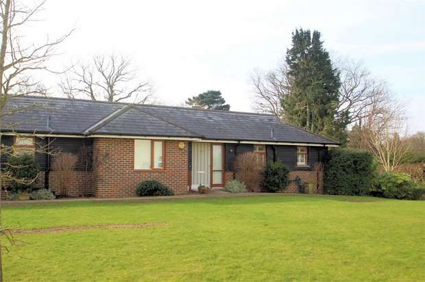 2 Bedrooms Semi Detached Bungalow for sale in St Johns Lodge, St Johns, Woking, Surrey