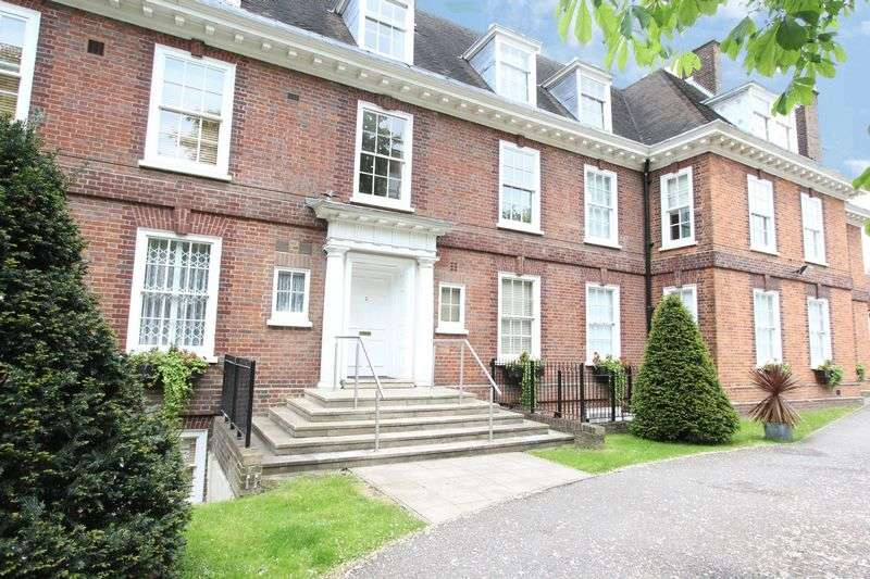 3 Bedrooms Flat for sale in West Heath Avenue, London NW11