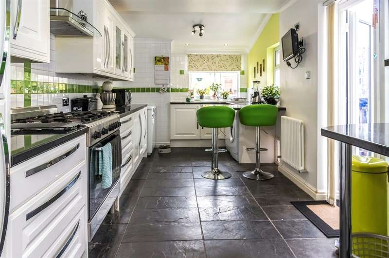 2 Bedrooms Terraced House for sale in Cecil Street, Splott, Cardiff