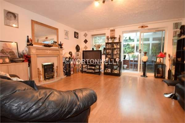 3 Bedrooms End Of Terrace House for sale in Abbey Close, WEST BROMWICH, West Midlands