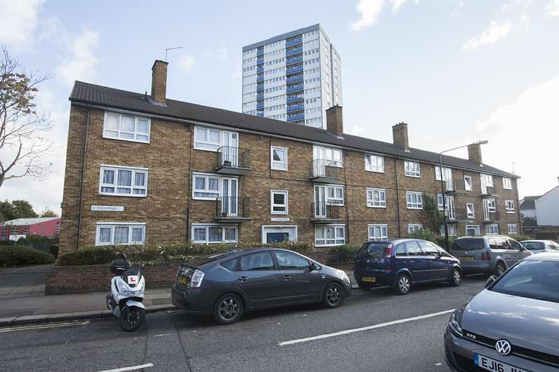 2 Bedrooms Flat for sale in Bisson Road, London, London, E15