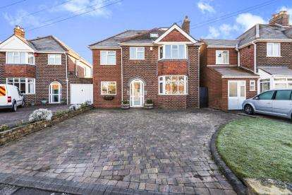 5 Bedrooms Detached House for sale in Peak House Road, Great Barr, Birmingham, West Midlands