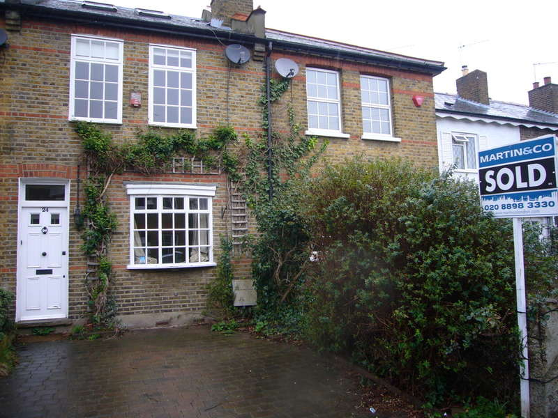 3 Bedrooms Terraced House for sale in Rutland Road , Twickenham