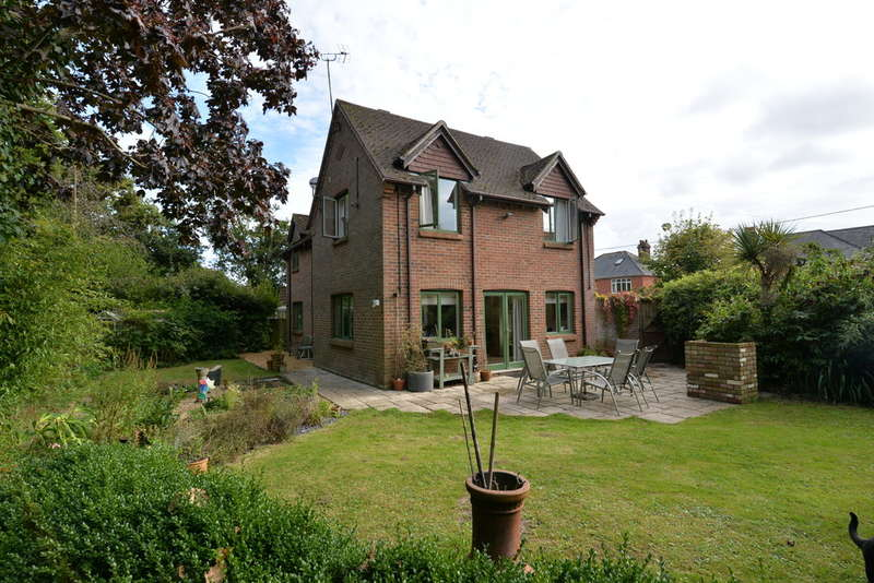 4 Bedrooms Detached House for sale in Everton Road, Hordle