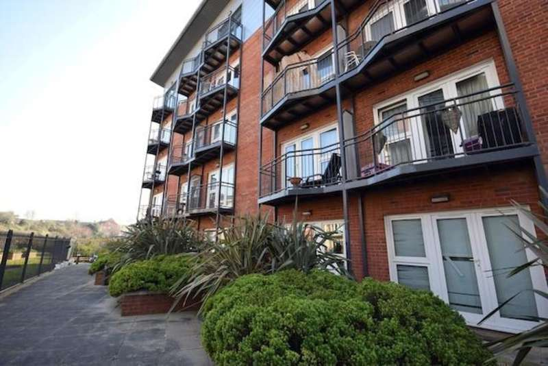 Studio Flat for sale in Marcus House, New North Road