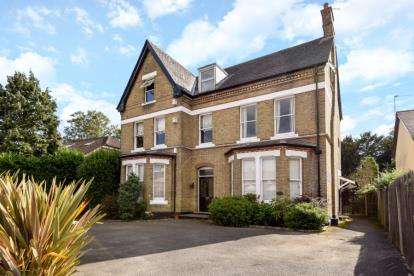 3 Bedrooms Flat for sale in Bromley Grove, Bromley