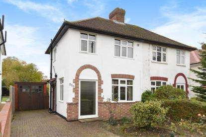 2 Bedrooms Semi Detached House for sale in Queensway, West Wickham