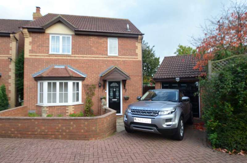 3 Bedrooms Detached House for sale in Emerson Valley