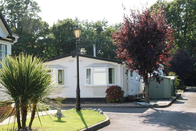 2 Bedrooms Property for sale in Pinewood Caravan Park, Wokingham