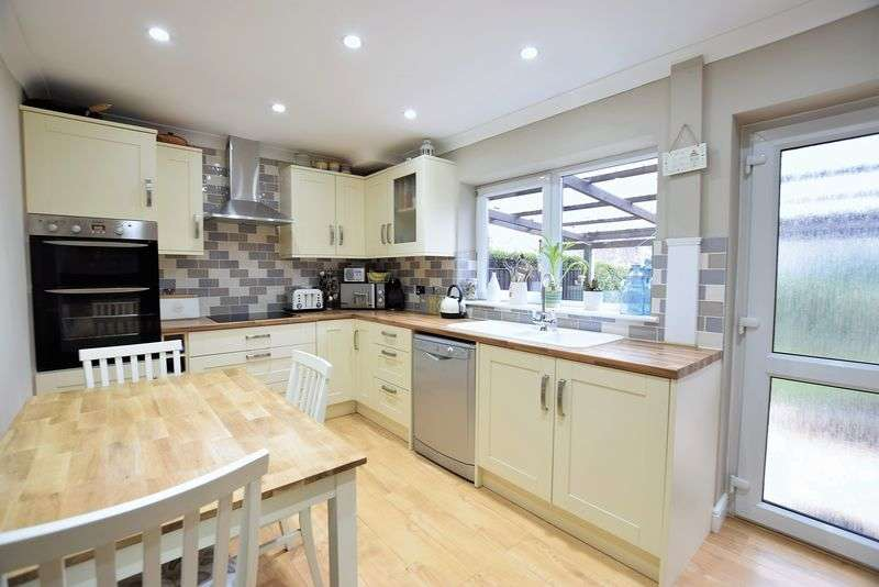 2 Bedrooms Semi Detached House for sale in Kendal Road, Newbold