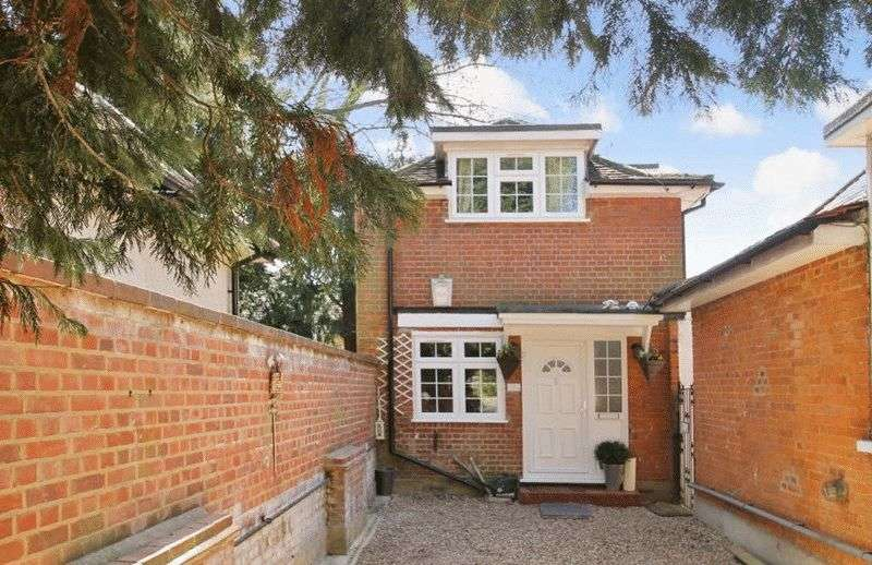 3 Bedrooms Detached House for sale in Frithwood Avenue, Northwood, Middlesex