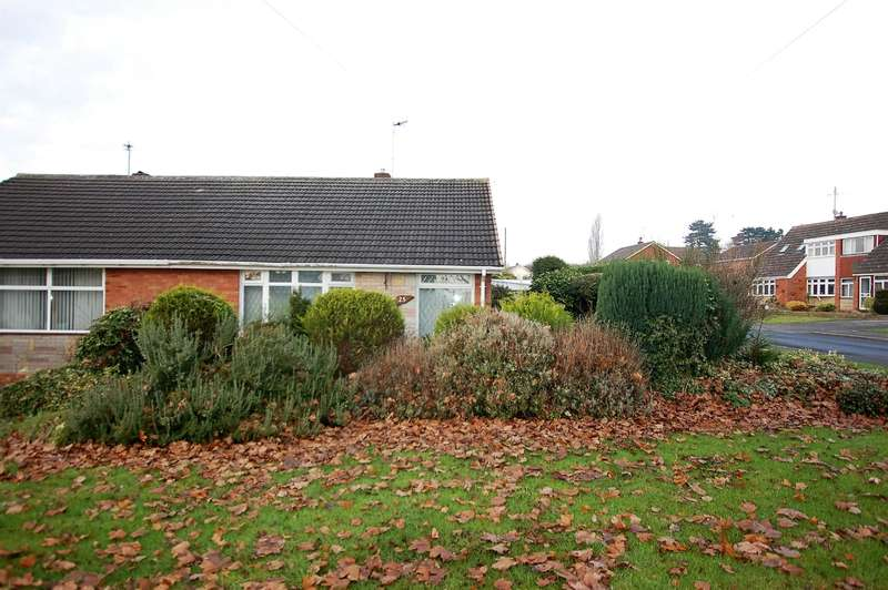 2 Bedrooms Bungalow for sale in Barnett Green, Kingswinford, DY6 9PG
