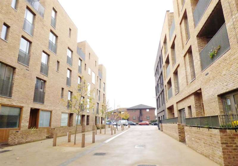 1 Bedroom Ground Flat for sale in Arbor House, Narrowboat Avenue, TW8 8FD