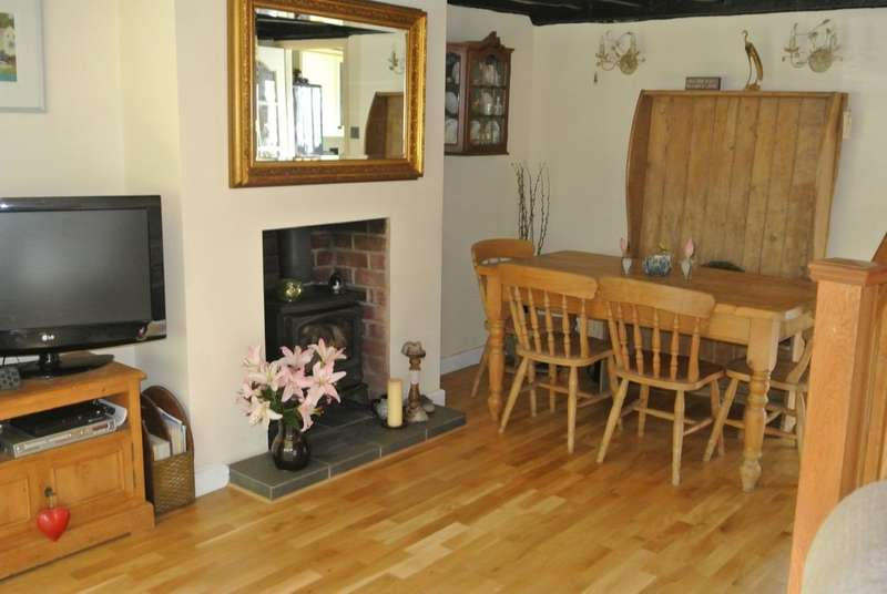 2 Bedrooms End Of Terrace House for sale in Evesham Road, Offenham