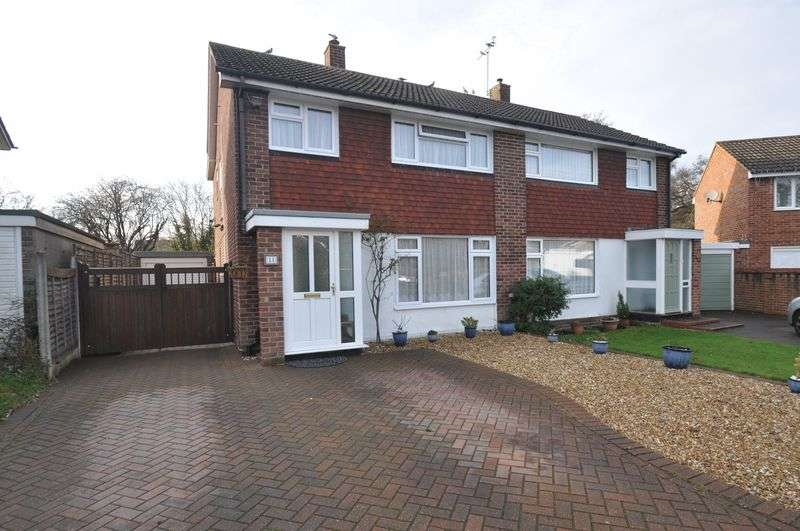 4 Bedrooms Semi Detached House for sale in Chestnut Road, Farnborough