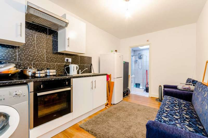 1 Bedroom Flat for sale in Green Street, Upton Park, E13