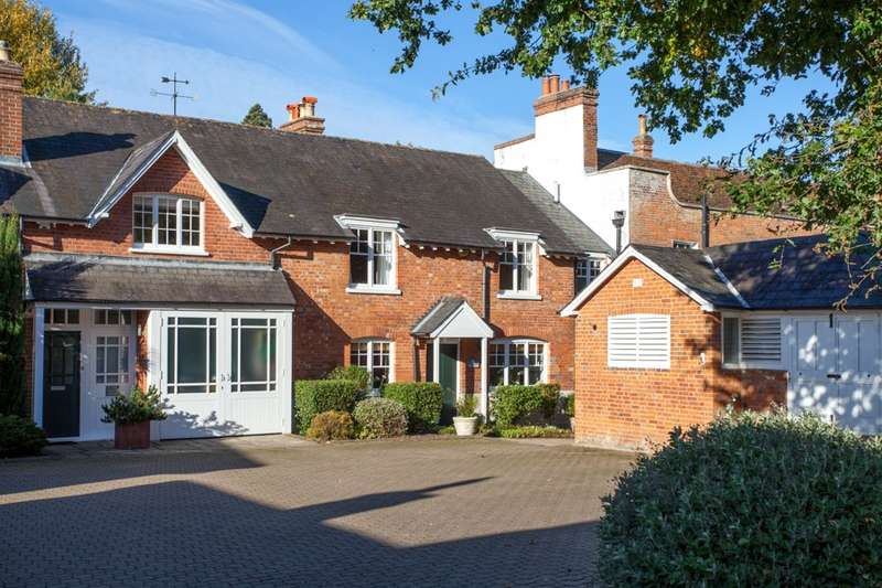 4 Bedrooms Mews House for sale in Barkham Manor, Barkham, Wokingham, RG41