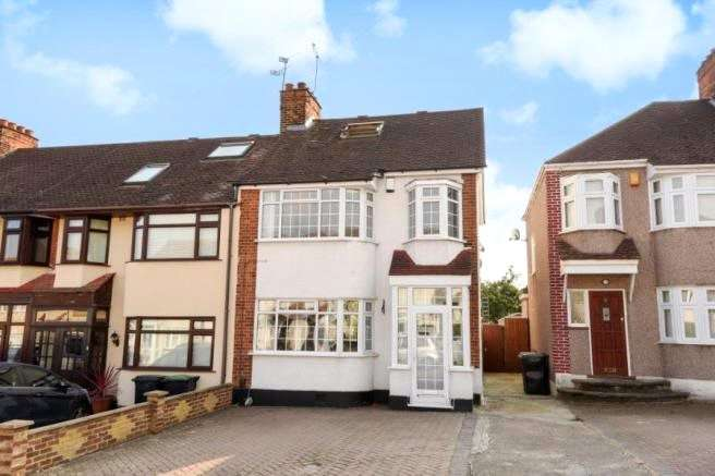 4 Bedrooms End Of Terrace House for sale in Willow Close, Buckhurst Hill, Essex, IG9