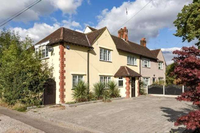 4 Bedrooms Semi Detached House for sale in Red Oaks Mead, Theydon Bois, Epping, Essex, CM16