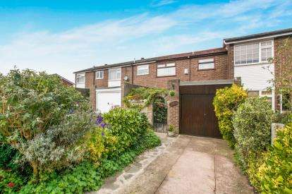 3 Bedrooms Terraced House for sale in Hampstead Lane, Great Moor, Stockport, Cheshire