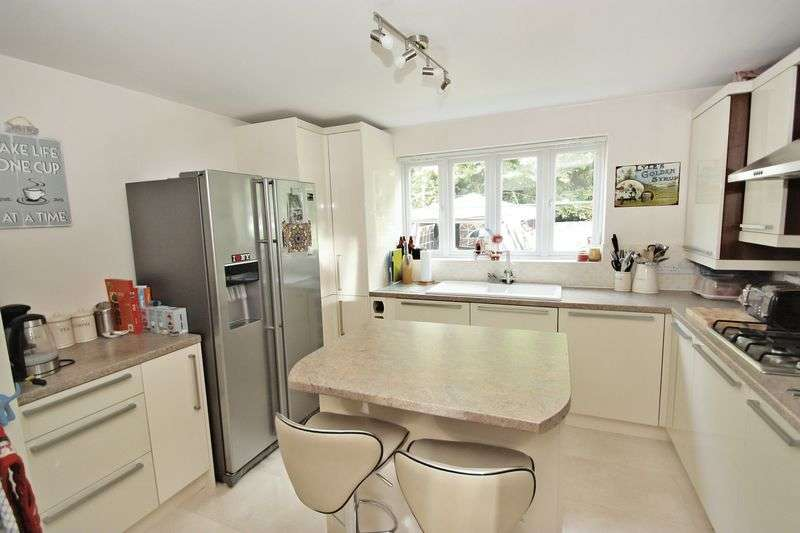 4 Bedrooms Detached House for sale in Dukes Chase, Pontefract