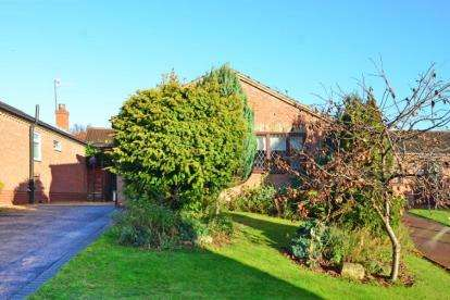 2 Bedrooms Bungalow for sale in Corve Way, Chesterfield, Derbyshire