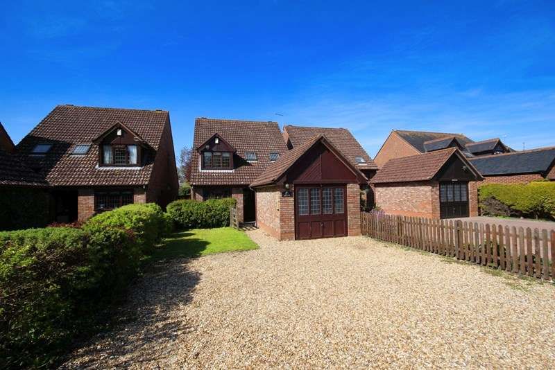 4 Bedrooms Detached House for sale in Ringwood Road, Bransgore, Christchurch